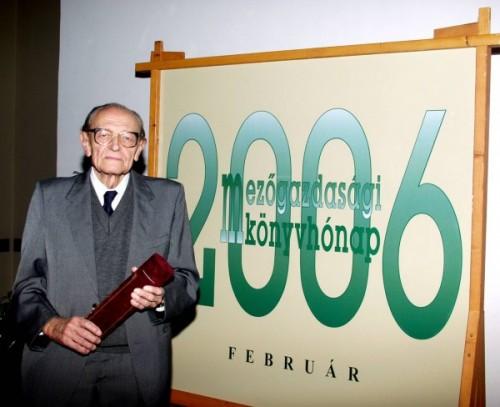 † Dr. Antal József (1918.03.19-2014.11.15)