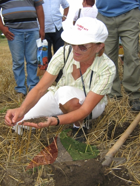 Márta Birkás  teaching farmers