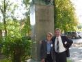 Márta Birkás and Rezső Schmidt  at Cserhát's statue in Óvár